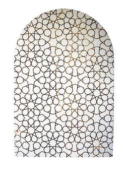 Découpe et gravures laser de motifs orientaux sur panneaux de portes supérieurs  en bois de peuplier . Dim : 80 cm x 53 cm . Associé à 2 autres panneaux rectangulaires gravés des mêmes motifs et qui seront collés sur une porte .