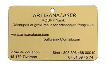 Découpe et gravure laser métal synthétique imitant l'or  . Dimensions 85 mm x 55 mm .