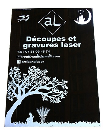Découpe et gravure laser enseigne vitrine PMMA acrylique  noir 3 mm . Dimensions : 1,15 m x 0, 8 m