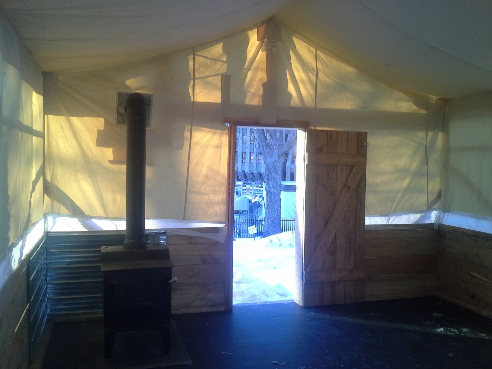 Montage et installation de la structure (Poste de traite - Carnaval de Québec 2016)
