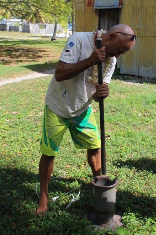Preparando el cava: la rama hay que convertirla en polvo
