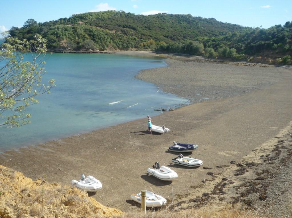 Los dinghys en la playa, la diferencia de mareas es matadora