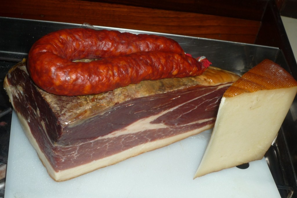 Jamón, chorizo de Rioja y queso de Navarra. OLEEEEEEEEEEEEEEE