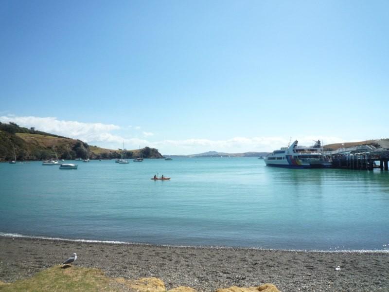 Matiatia Bay en el noroeste, punto de salida de ferrys a Auckland