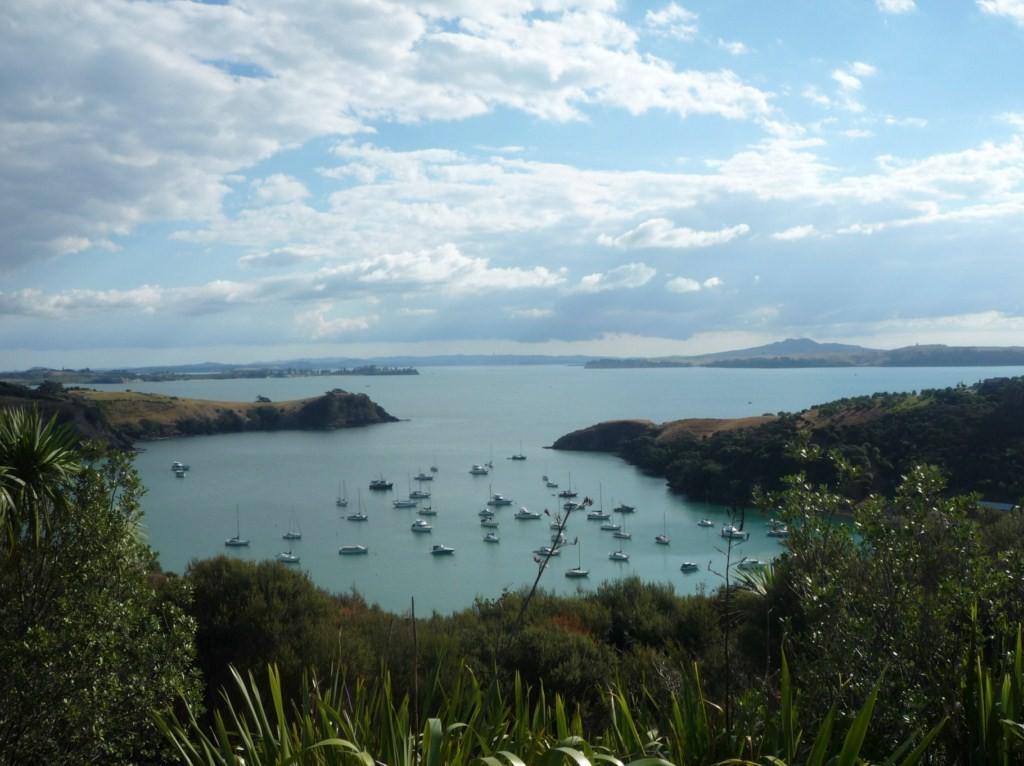 Owhanake Bay, es fin de semana y se ha puesto a tope