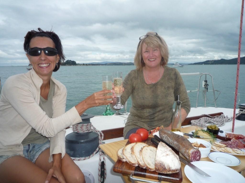 Con champán y todo, qué lujo de barco. Con Vivien