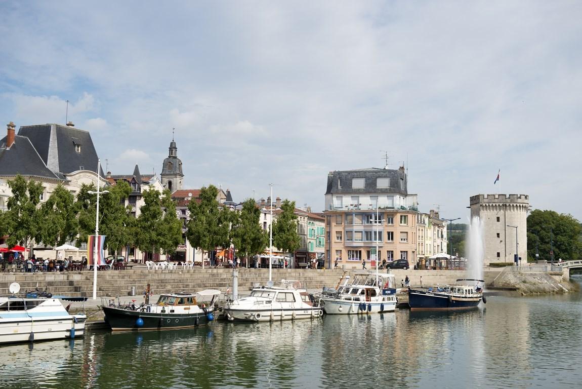 Verdun : quai de Londres. Gîte des Palots-Verdun-Meuse