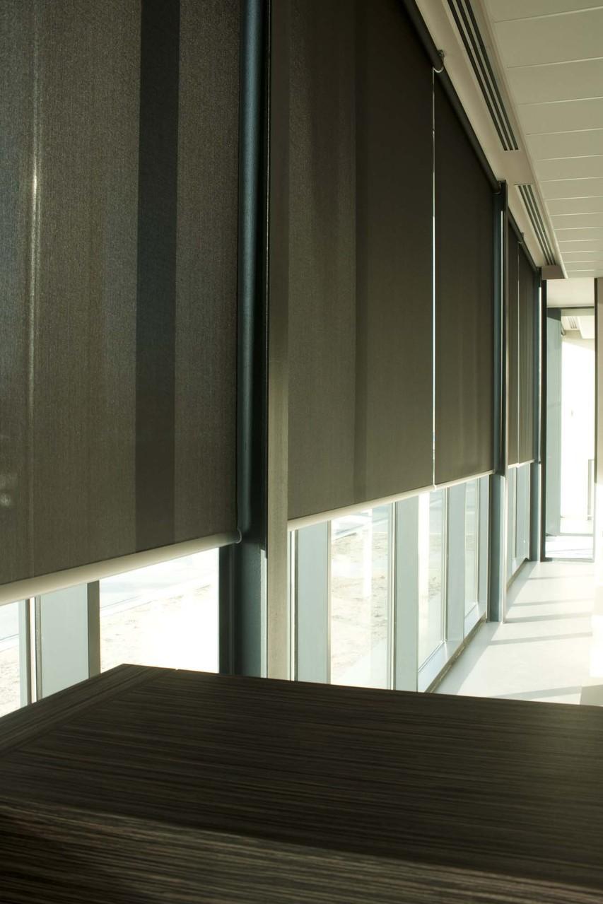 Большие рулонные шторы для коммерческих объектов