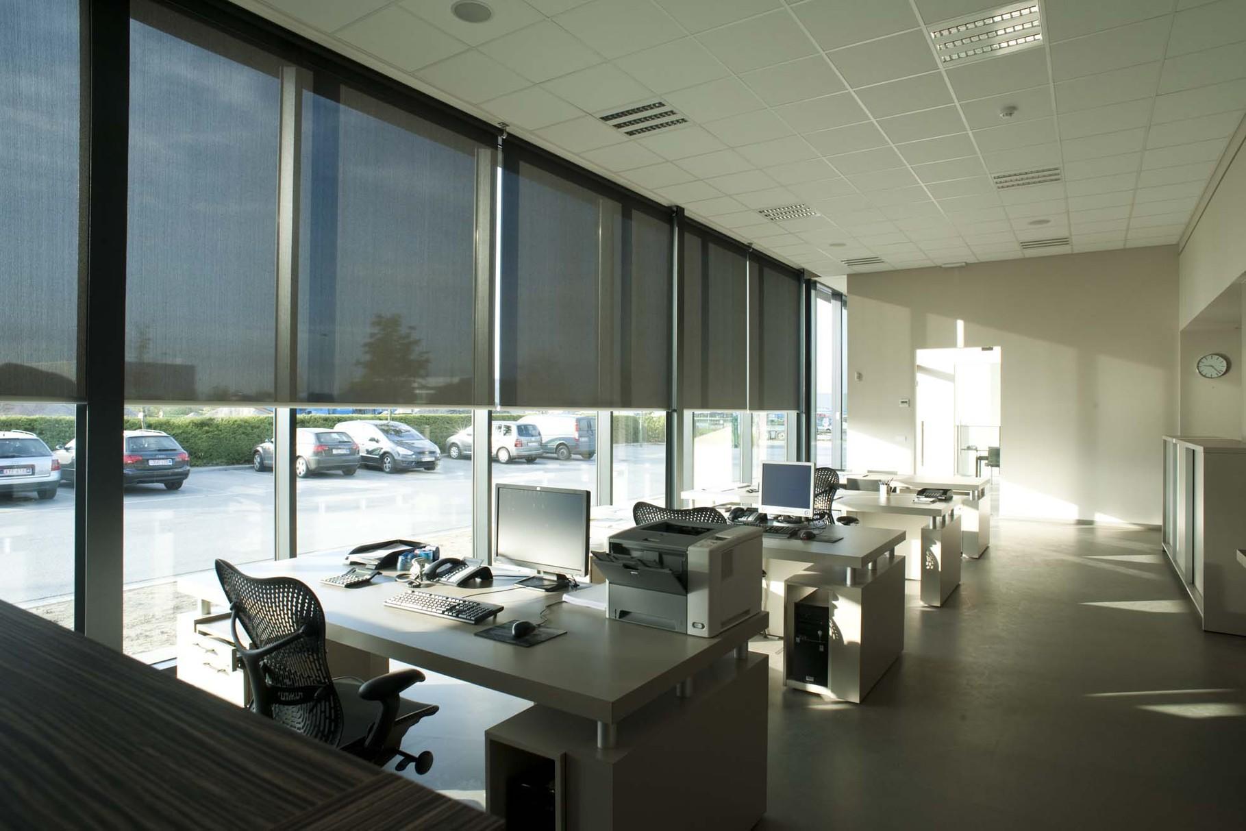 Большие рулонные шторы для офиса