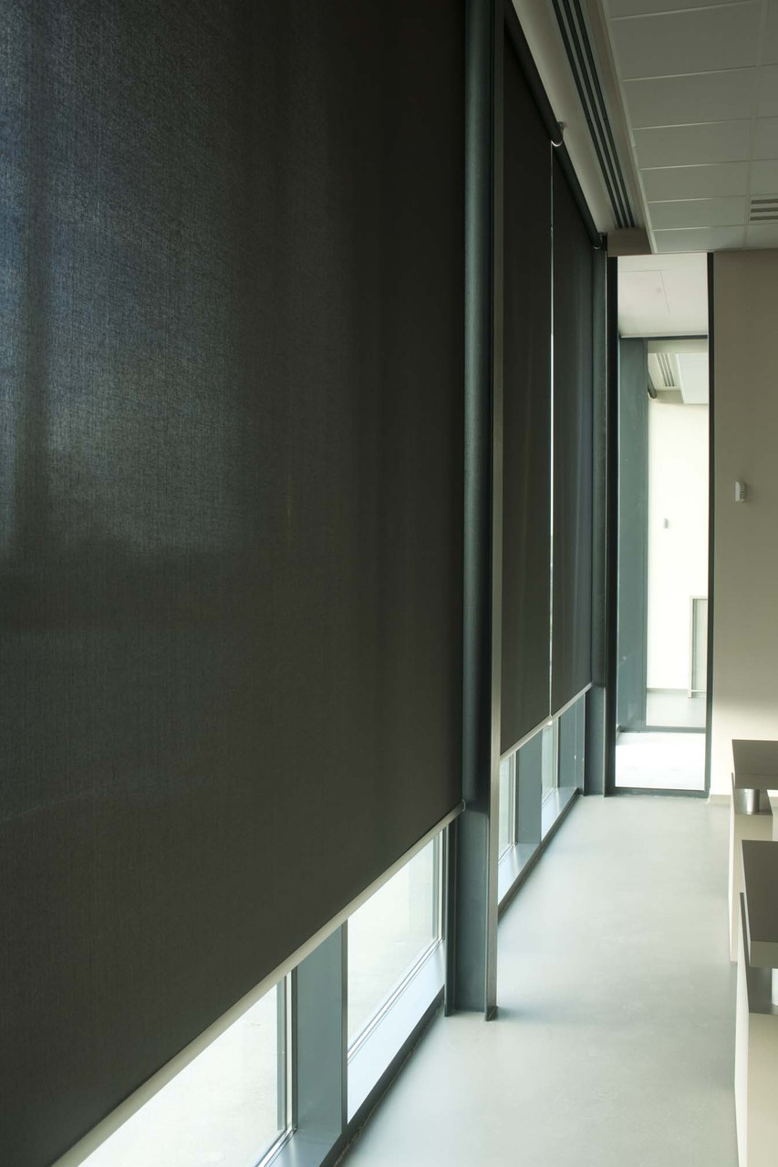 Большие коммерческие рулонные шторы
