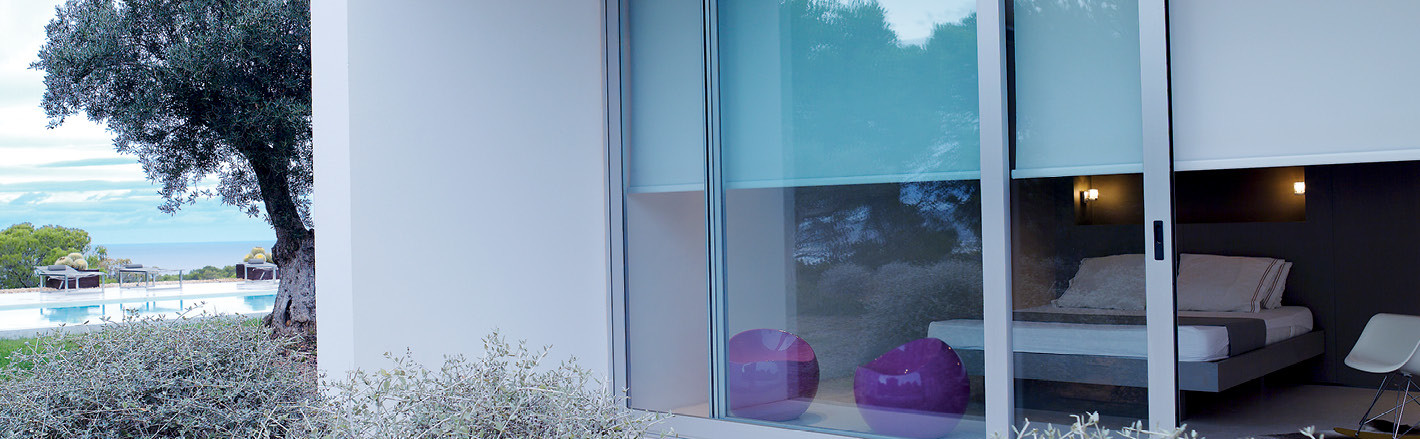 Классические рулонные шторы на окна, цена - от 1740 руб.