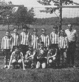 Sportfreund Winkler mit der 1. Knabenmannschaft 1969