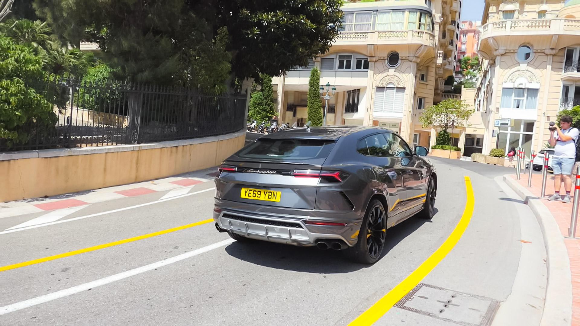 Lamborghini Urus - YE69-YBN (GB)
