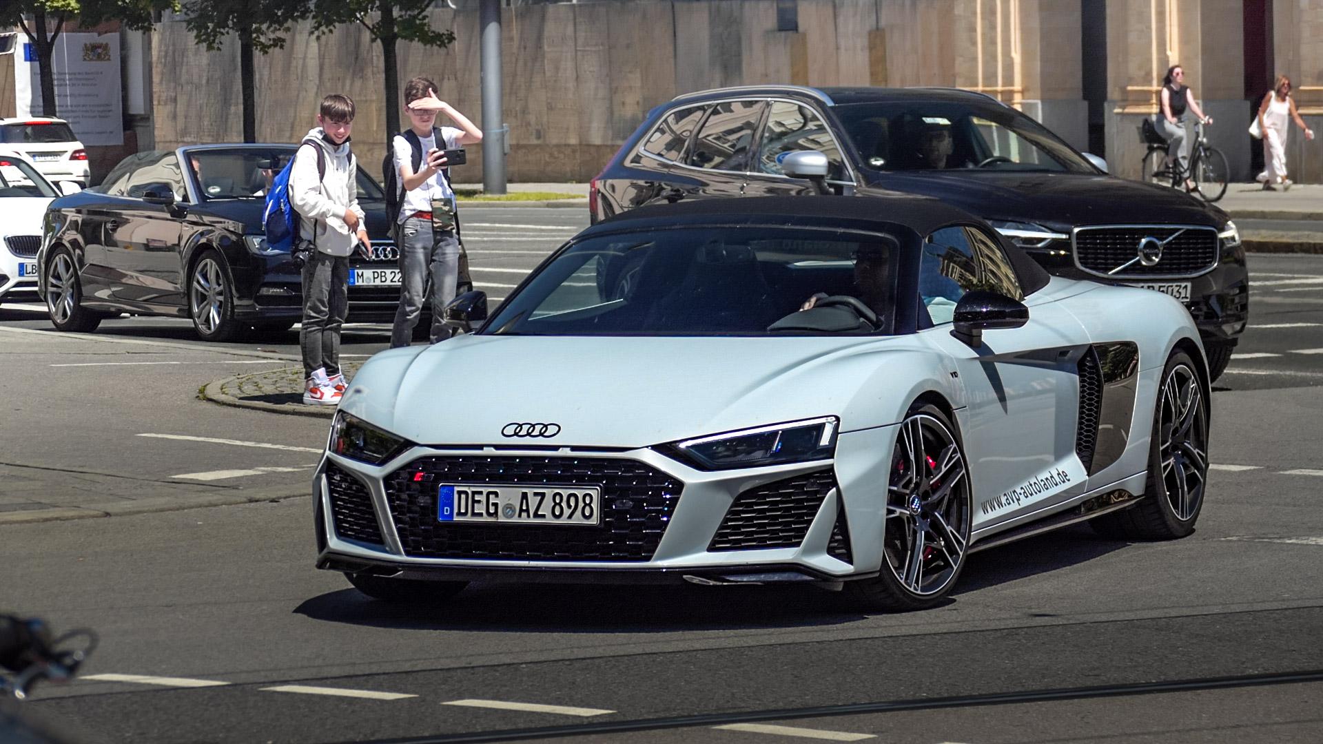 Audi R8 V10 Spyder - DEG-AZ-898