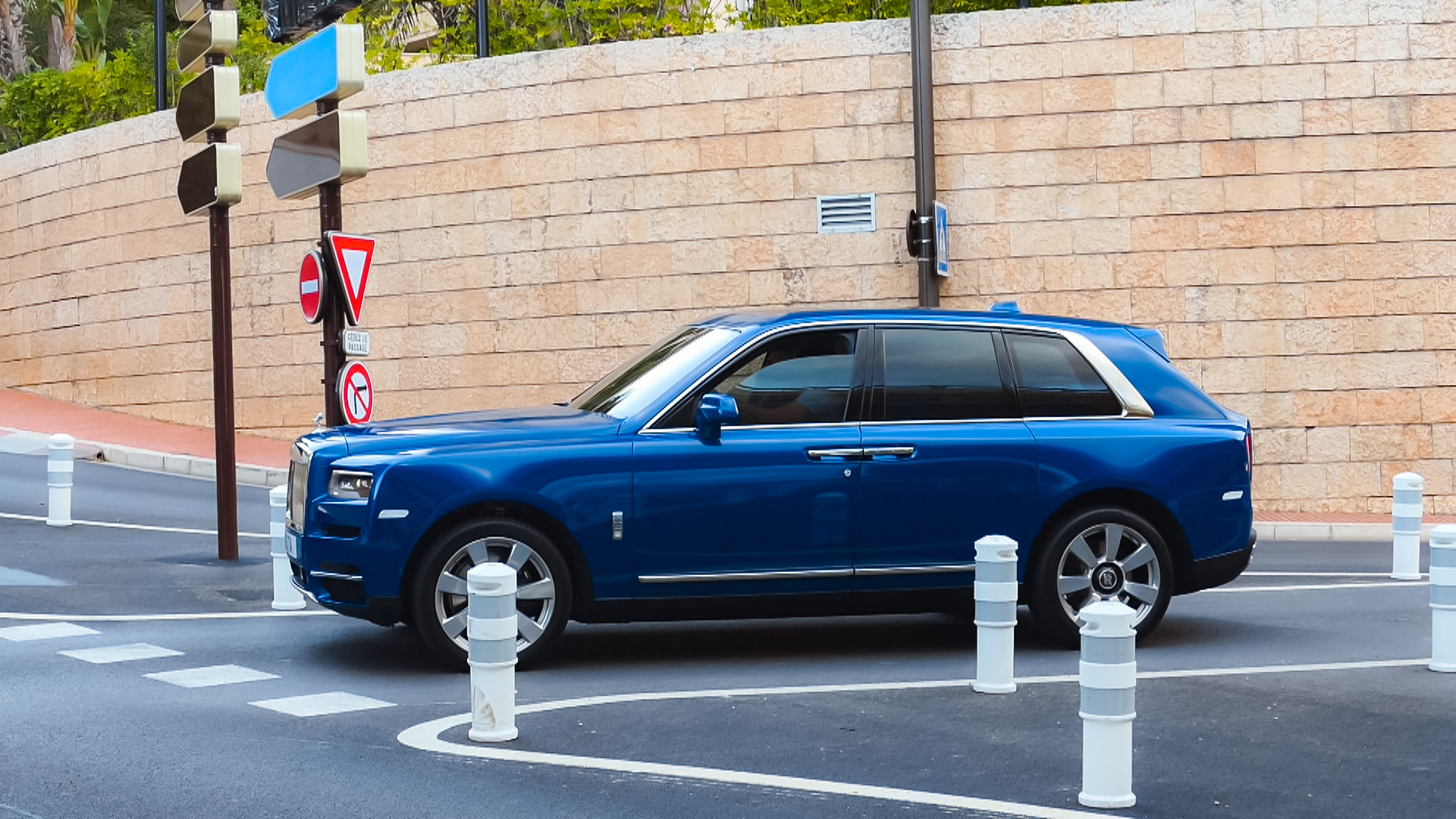 Rolls Royce Cullinan - 123-TA (GB)