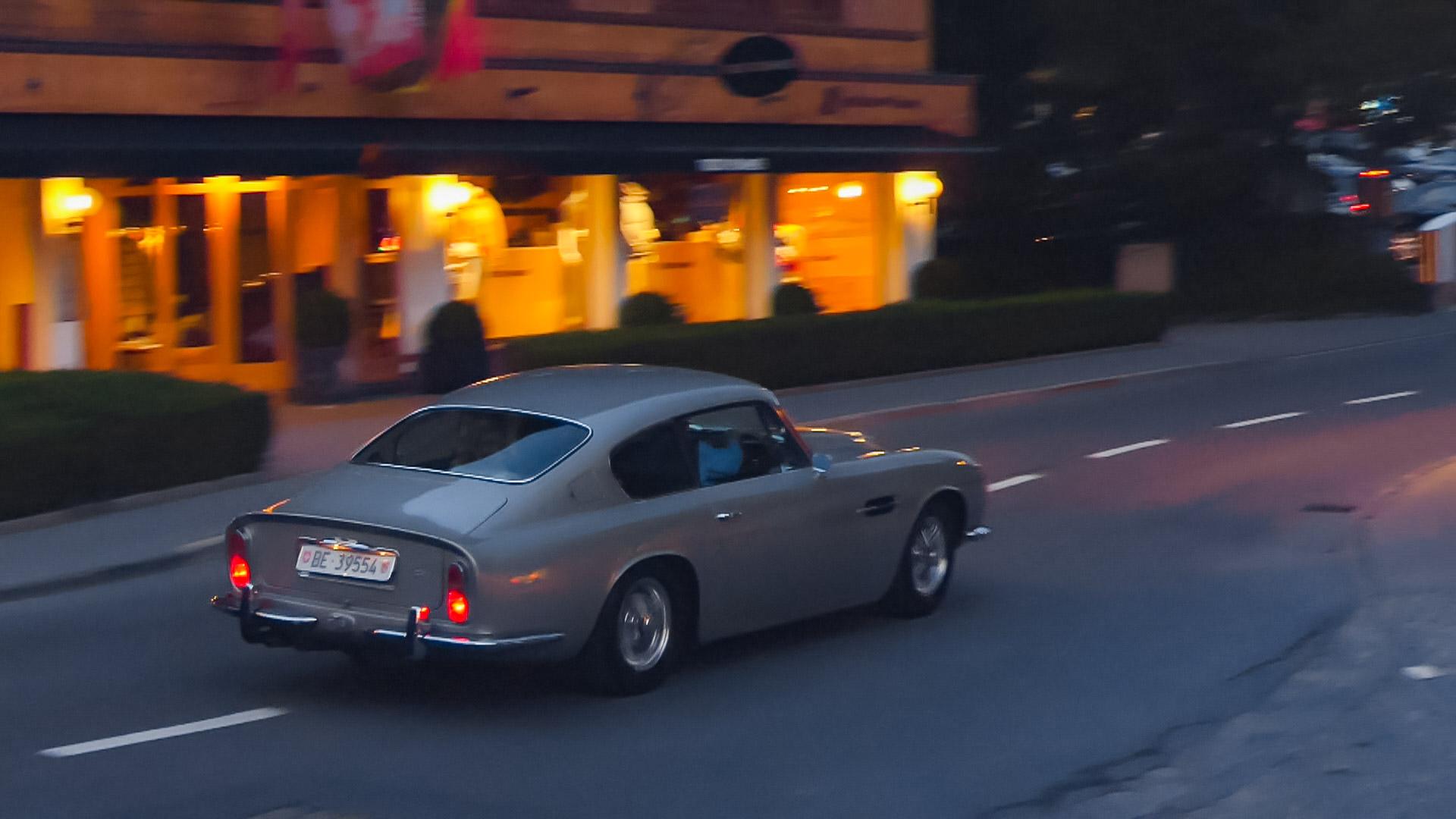 Aston Martin DB6 - BE-39554 (CH)