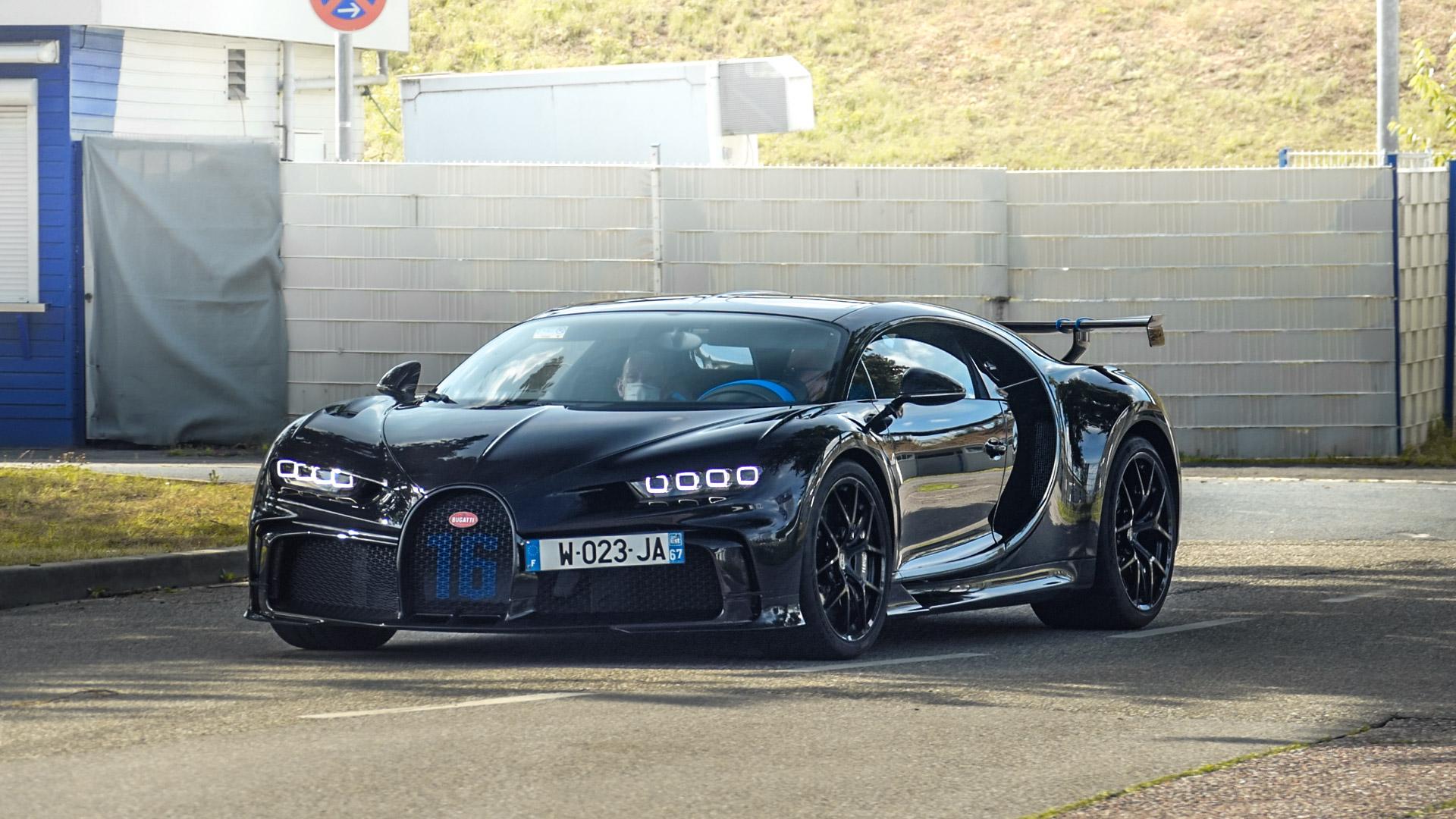Bugatti Chiron Pur Sport - W-023-JA-67 (FRA)