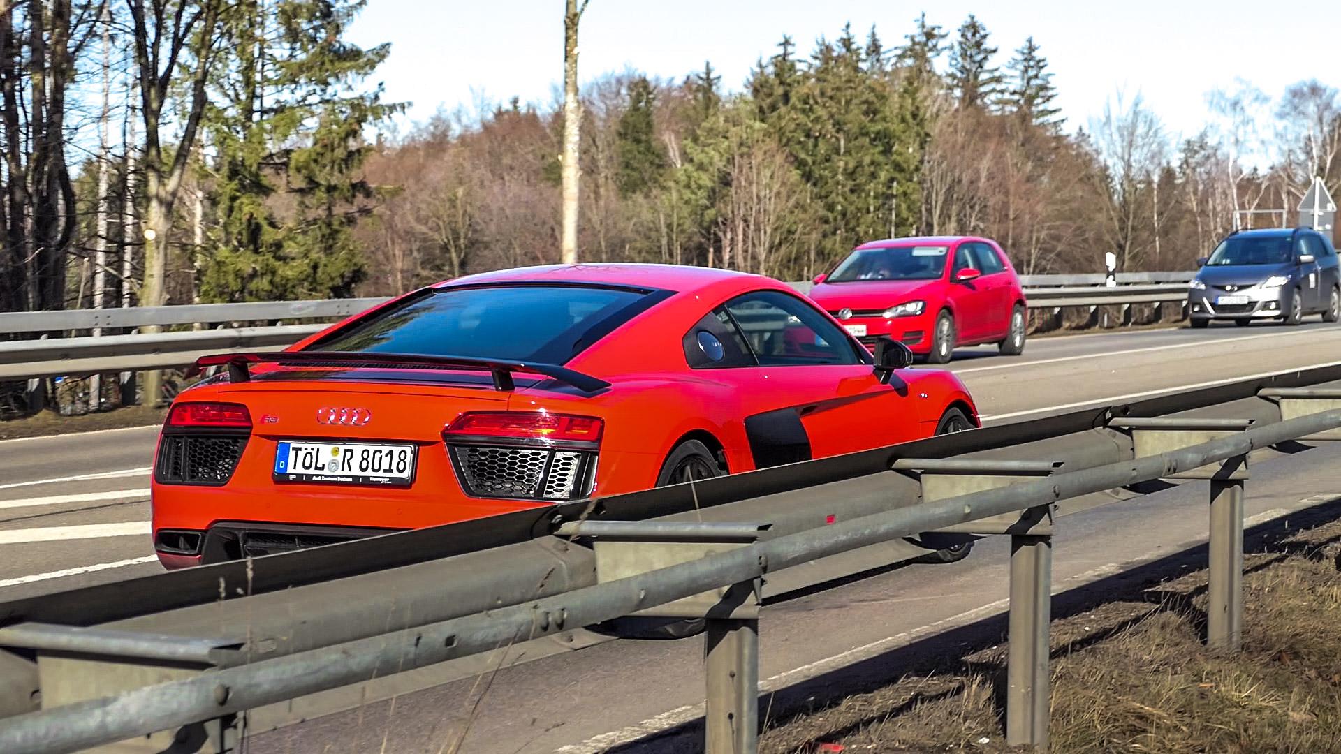 Audi R8 V10 - TÖL-R-8018