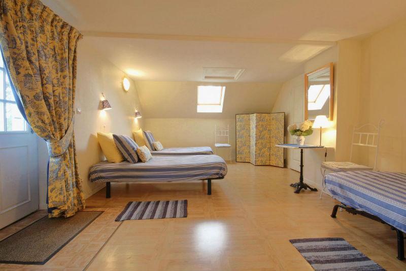 Chambre soleil levant attenante- 3 lits simples