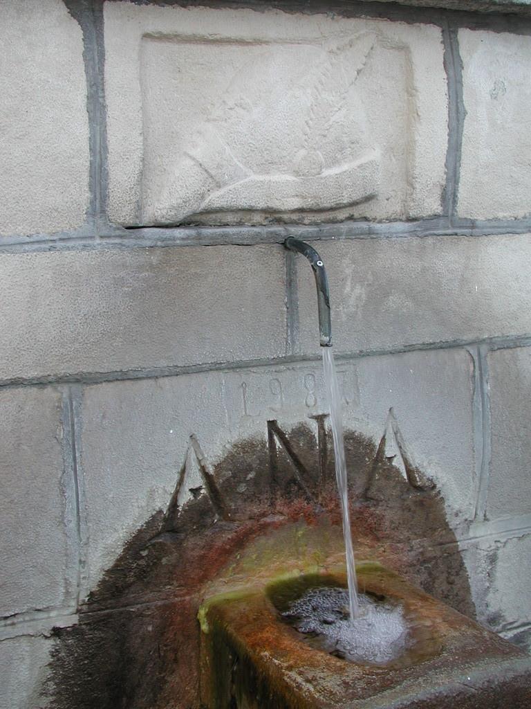 Particolare della Fontana S. Andrea Foto di Don Renato D'Amico Parroco a Pietransieri (1996-2008)