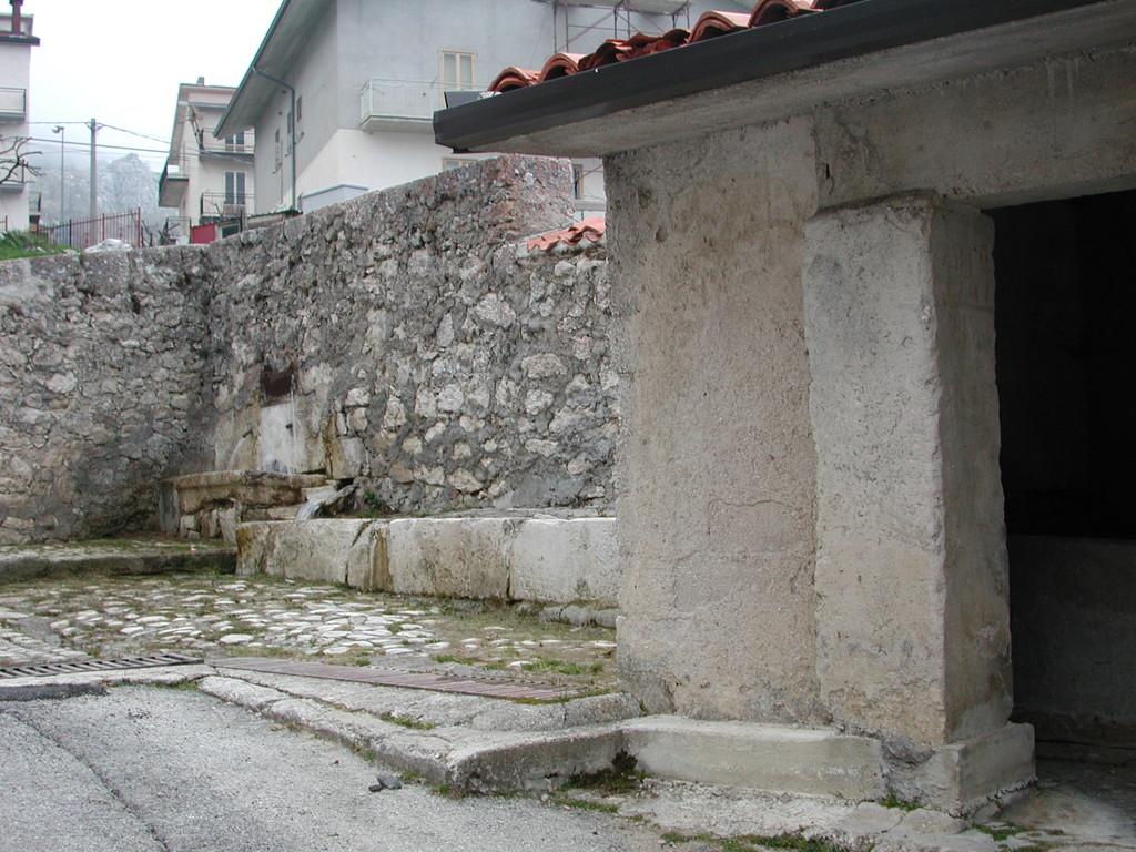 Fonte Vecchia (Abbeveratoio Lavatoio) Foto di Don Renato D'Amico Parroco a Pietransieri (1996-2008)