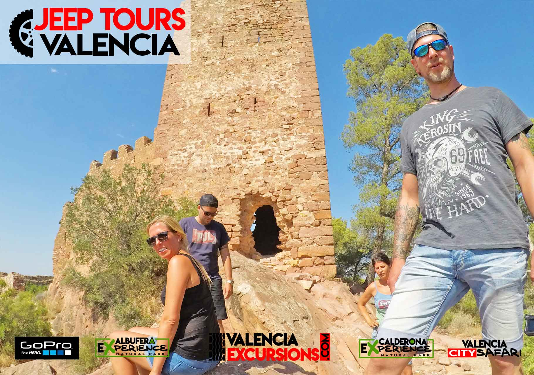 Visiting Castell de Serra during Off road adventure in Valencia with jeeps