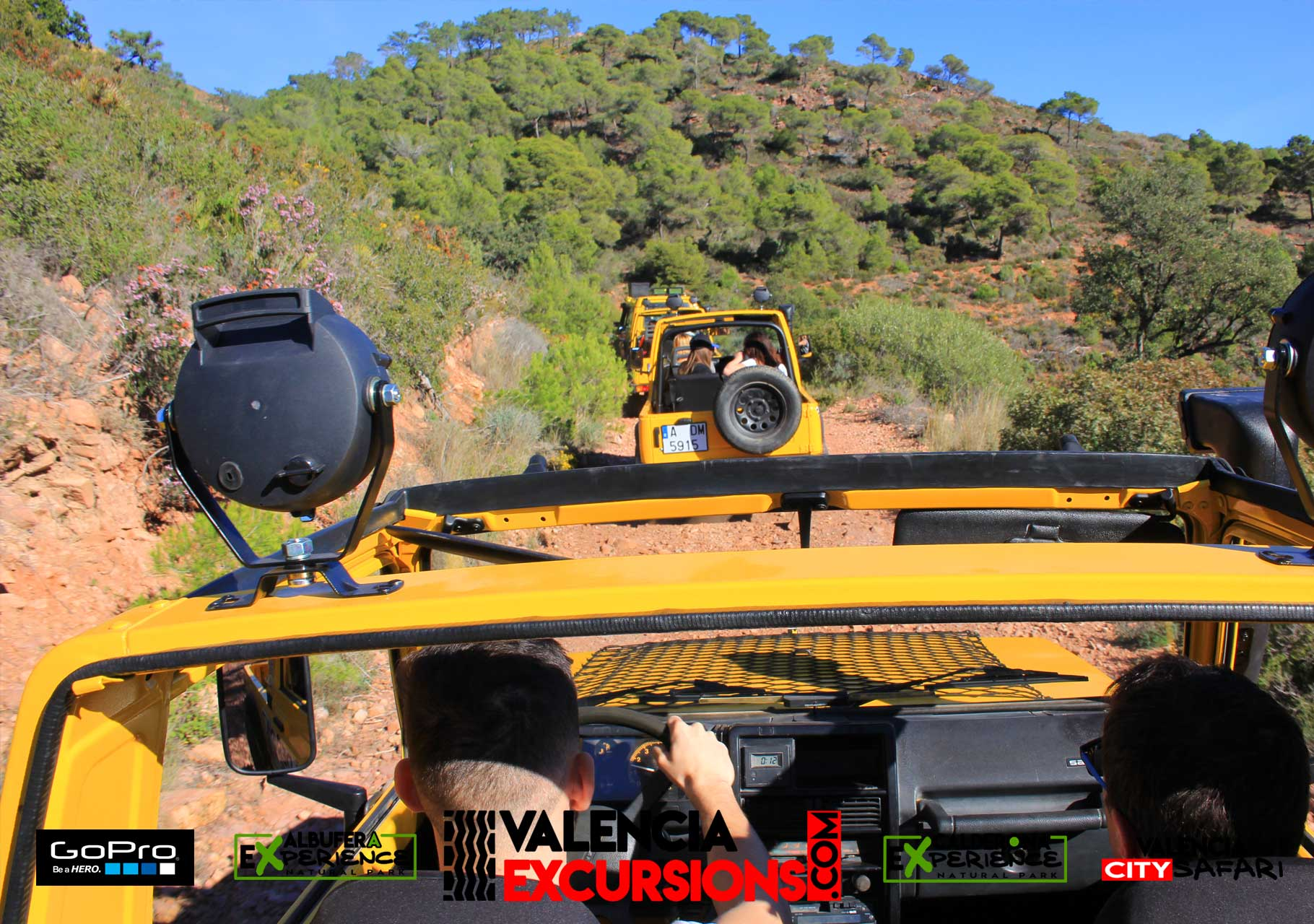 Calderona adventure with 4x4 jeeps in a guided tour. Offroad excursion with cabriolet jeeps in Valencia