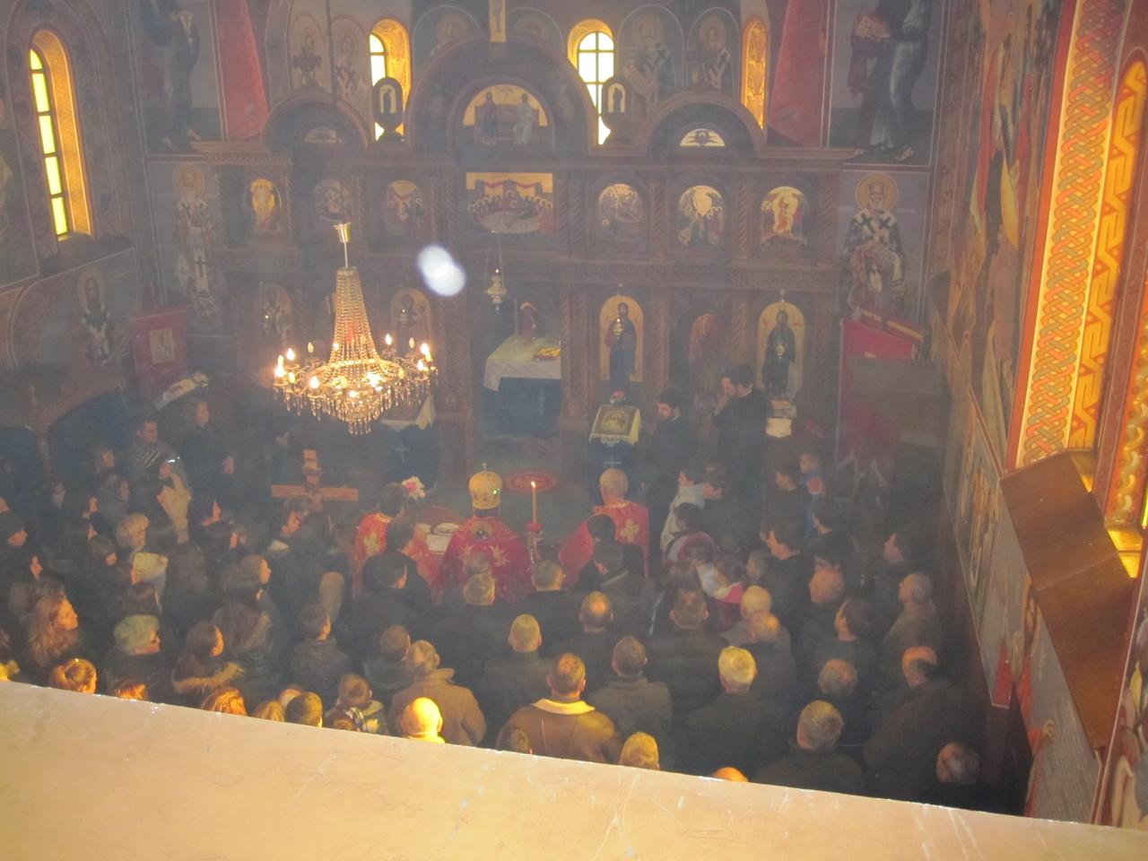 скоро цијела слатинска парохија у цркви