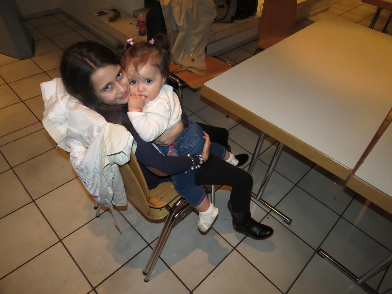 Maja i Elena,ćao do sledećeg Rođendana