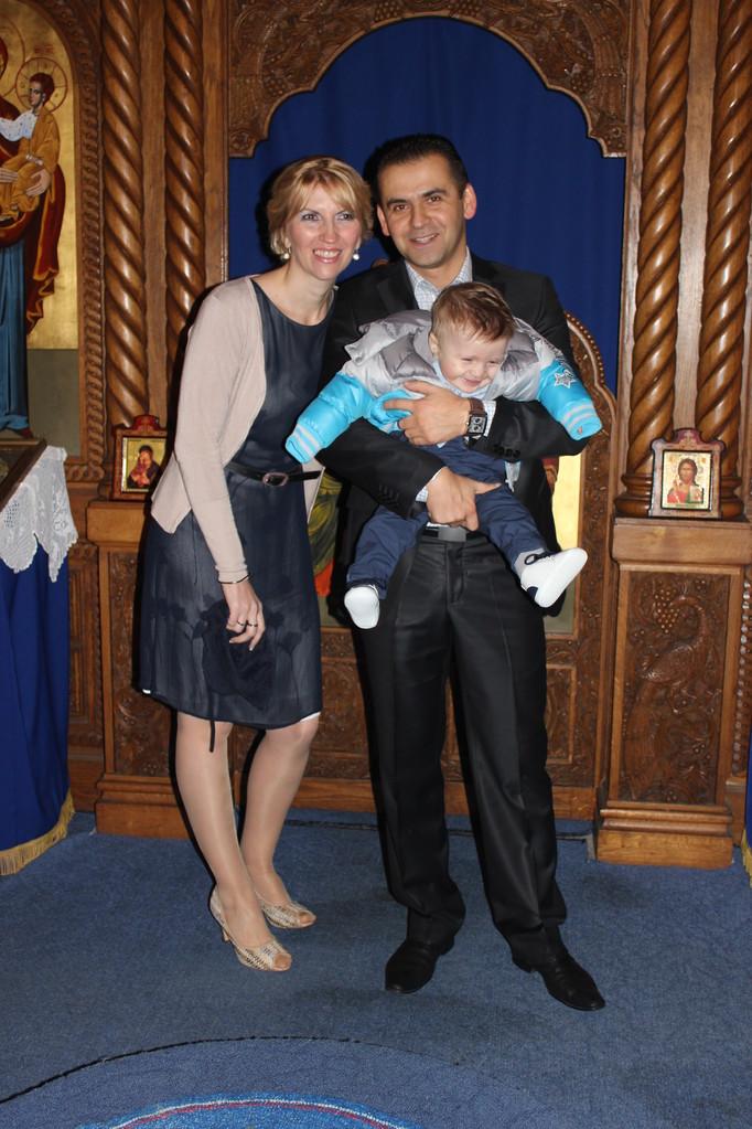 HVALA SVIMA, Pozdravljaju Vas ĐOKICA i DAJANA sa sinom ĆEDOMIROM