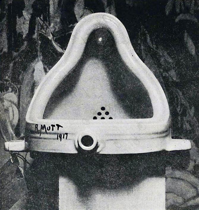 現代美術のルーツとなるのは、ダダイスム時期のマルセル・デュシャンの作品「泉」(1917年)とされている。
