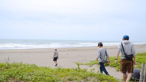 映画「ねぼけ」で現れる海は、壱岐監督の故郷であり、強い原風景が残っている宮崎県の日向灘の海岸で撮影されている。