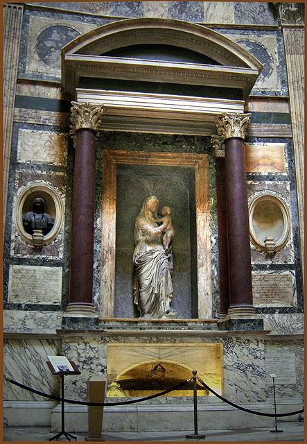 ローマのパンテオンにあるラファエロの墓。