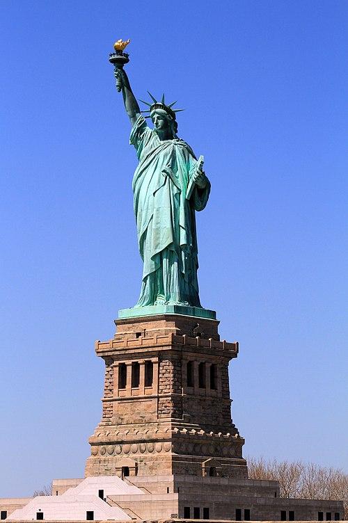 独立運動を支援したフランス人の募金によって贈呈されたニューヨークの自由の女神像。