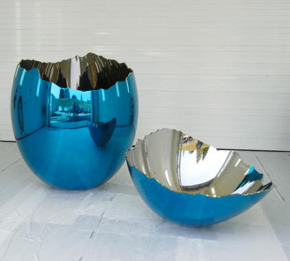 《破壊された卵》(ブルー)1994-2006年。公式サイトより。