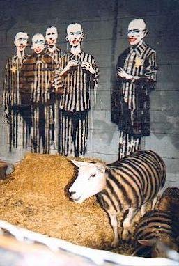 囚人服の縞模様が描かれた羊