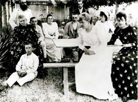 1880年頃のモネとオシュデ一家