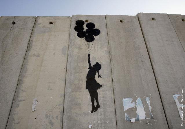 ※3:イスラエル西岸地区に描かれた「風船と少女」