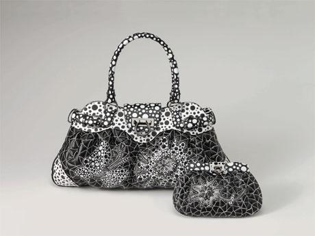 コラボレート限定バッグ「マリーサ」とセットで販売する財布。価格は493,500円。