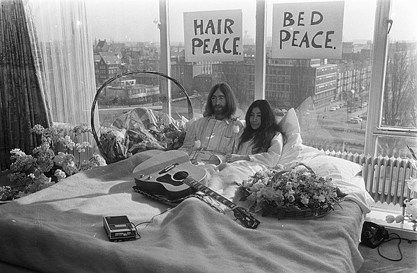 ジョン・レノンとオノ・ヨーコの平和活動ハネムーンパフォーマンス「ベッド・イン」
