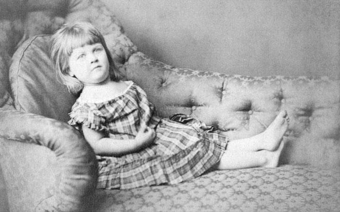 ルイス・キャロル撮影「エセル・ハッチ」1872年