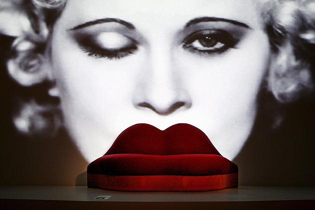 「メイ・ウエストの唇ソファ」