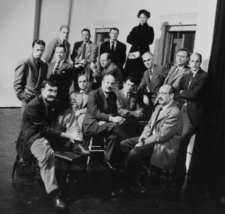 抽象表現主義運動の母体となったニューヨーク・スクール。マザーウェルは中段右から2番目。