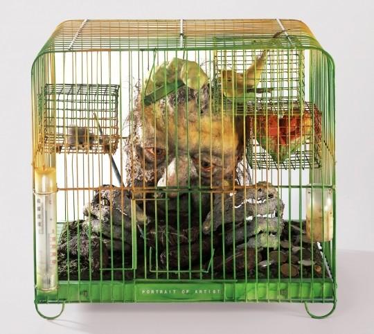 「危機の中の芸術家の肖像」1976年:内省的な作風に変化し始めた時期。鳥かごを使った作品が中心。