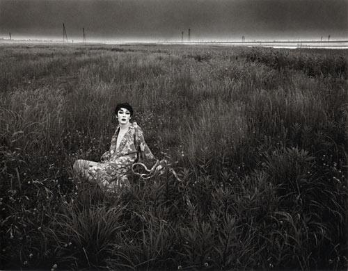 細江英公『荒川放水路河川敷、四ツ木付近』 1971年
