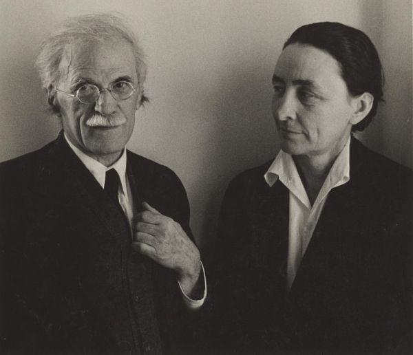写真を絵画のような「芸術」に昇華させた近代写真の父アルフレッド・スティーグリッツとアメリカ近代美術の母ジョージア・オキーフ。