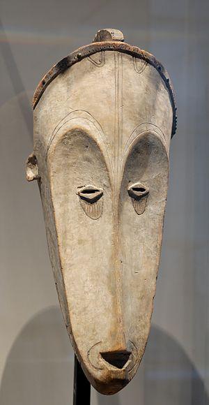 ピカソが《アヴィニョンの娘たち》を描く直前にパリで見たものとよく似たアフリカのマスク。