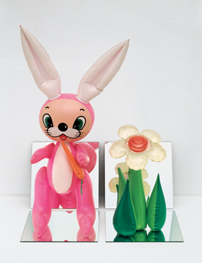 ※2:《Inflatable Flower and Bunny》 (Tall White, Pink Bunny) 1979年
