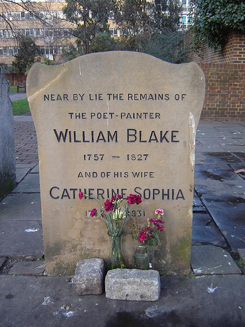 ロンドン、バンヒルフィールドの墓石、1927年にブレイクの墓に建てられ、1964-65年に現在の場所に移された。