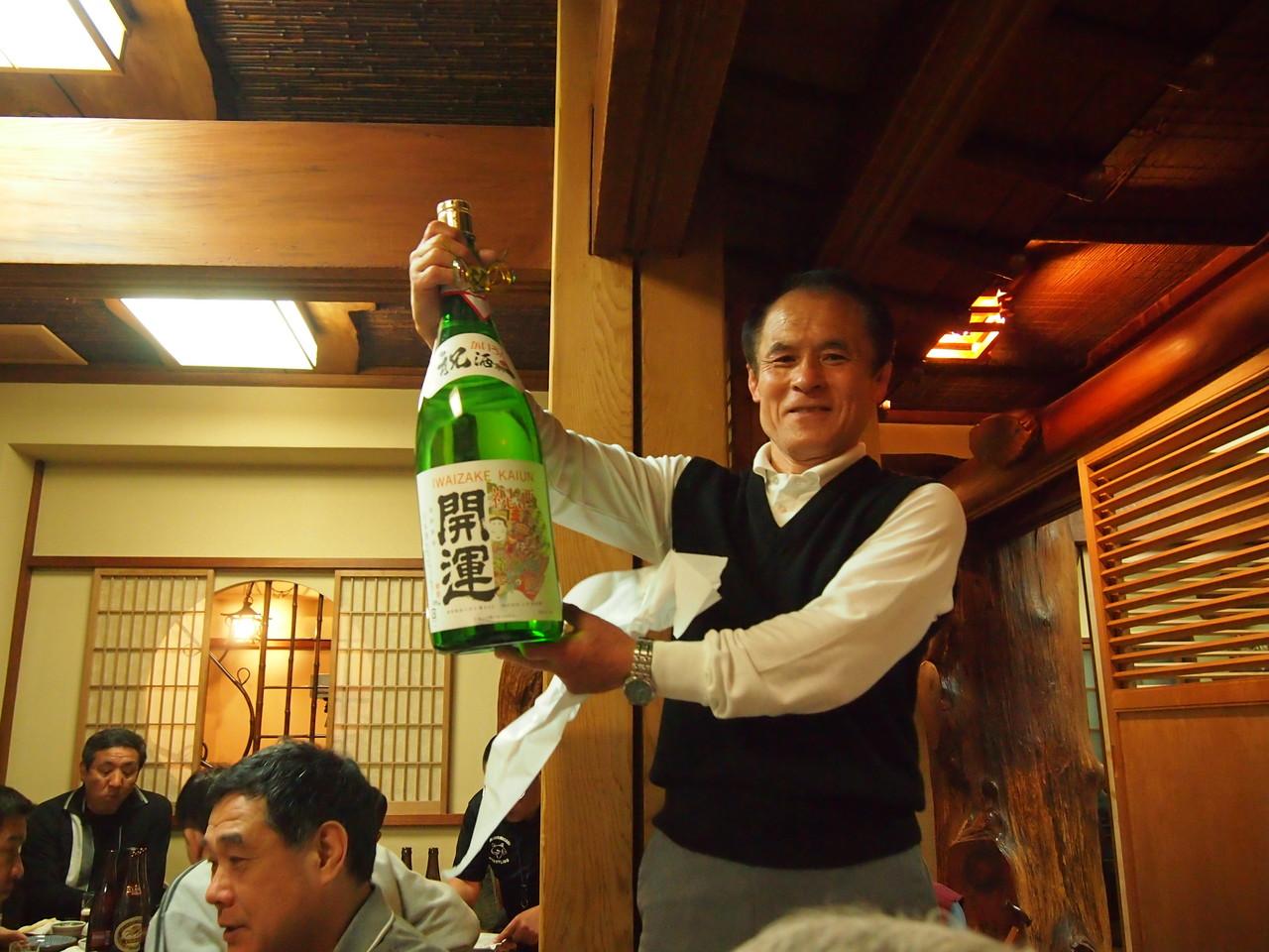 「初芳鮨」から差し入れの日本酒2.5升瓶